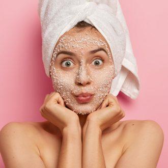 Spazziamo via le impurità e restituiamo lucentezza alla nostra pelle